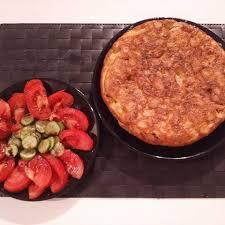 Tortilla con ensalada de Tomate